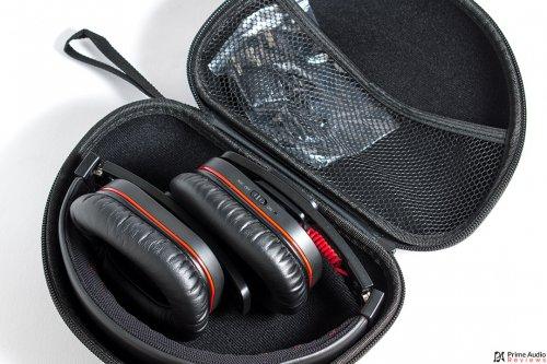 iDeaPLAY Bluetooth headphone case open.jpg