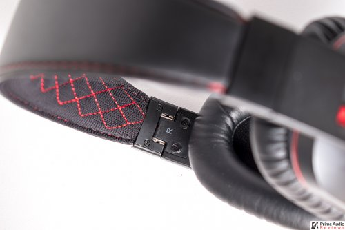 iDeaPLAY Bluetooth headphone red stitching.jpg