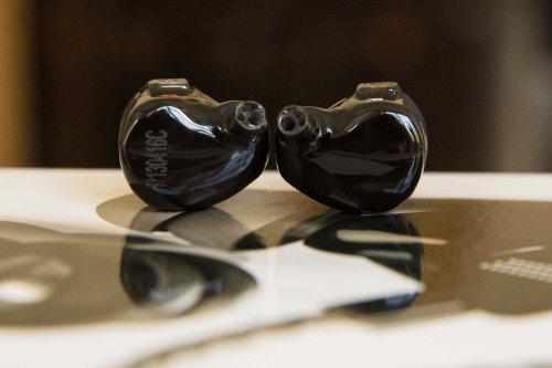 Earsonics S-EM9 earphonesEarsonics S-EM9_5.jpg