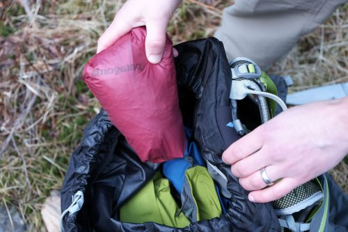 Patagonia Alpine Houdini stuff size.jpg