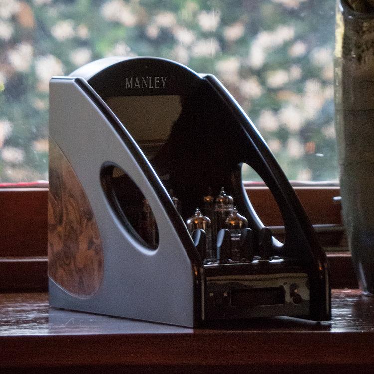 manleyheadphone3.png