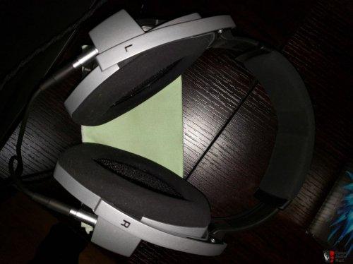 2116872-sennheiser-hd800-reference-headphones.jpg