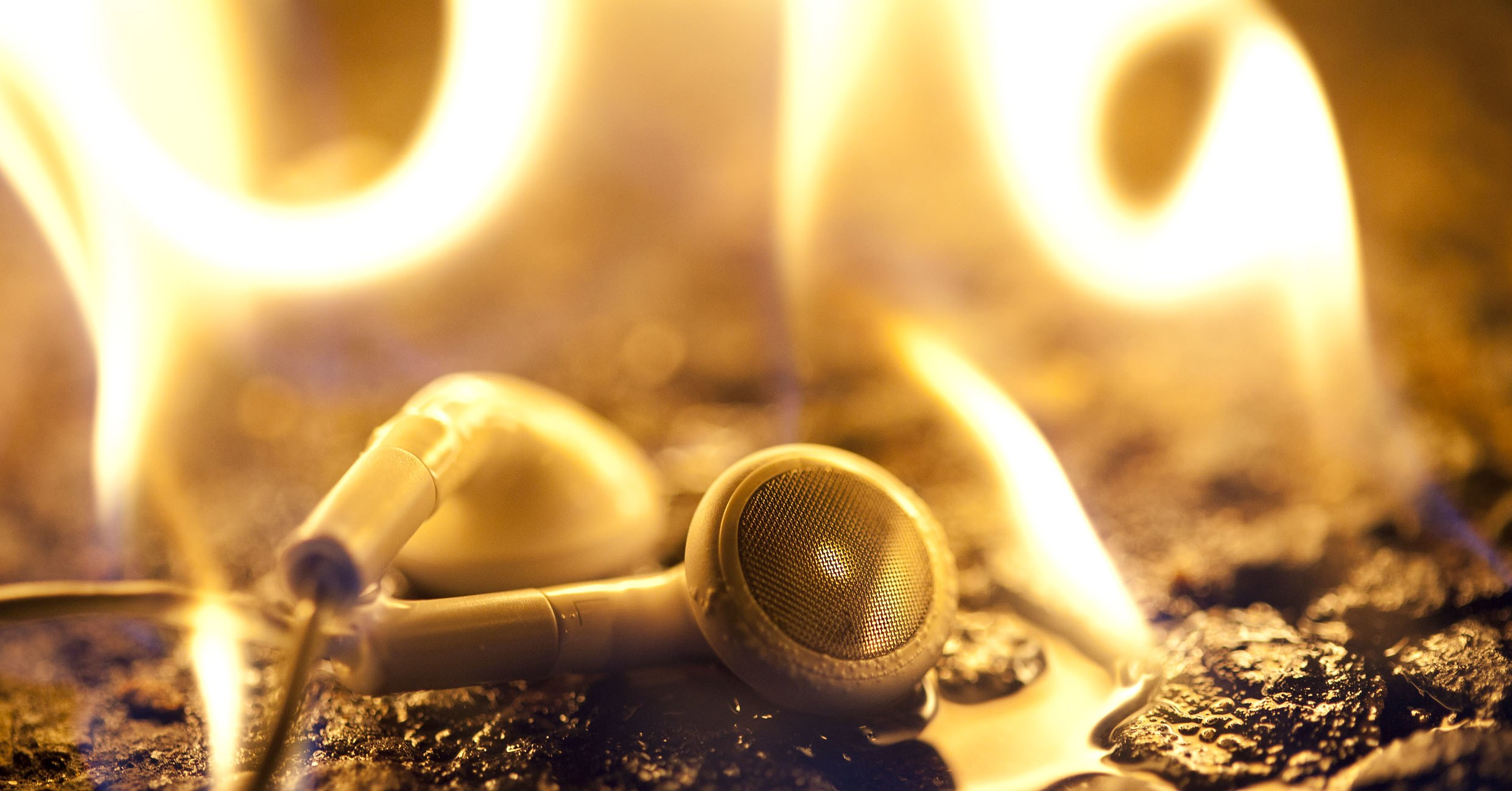 131115_burning_headphones_01.jpg