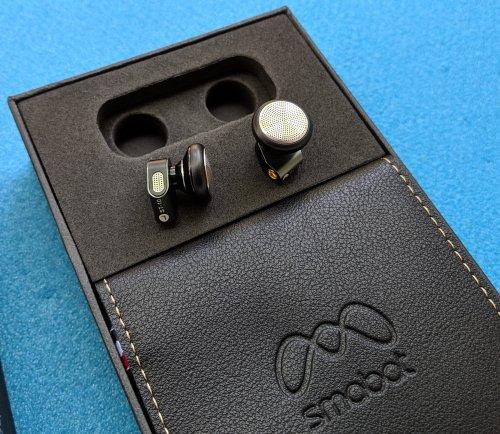 earbuds_box.jpg