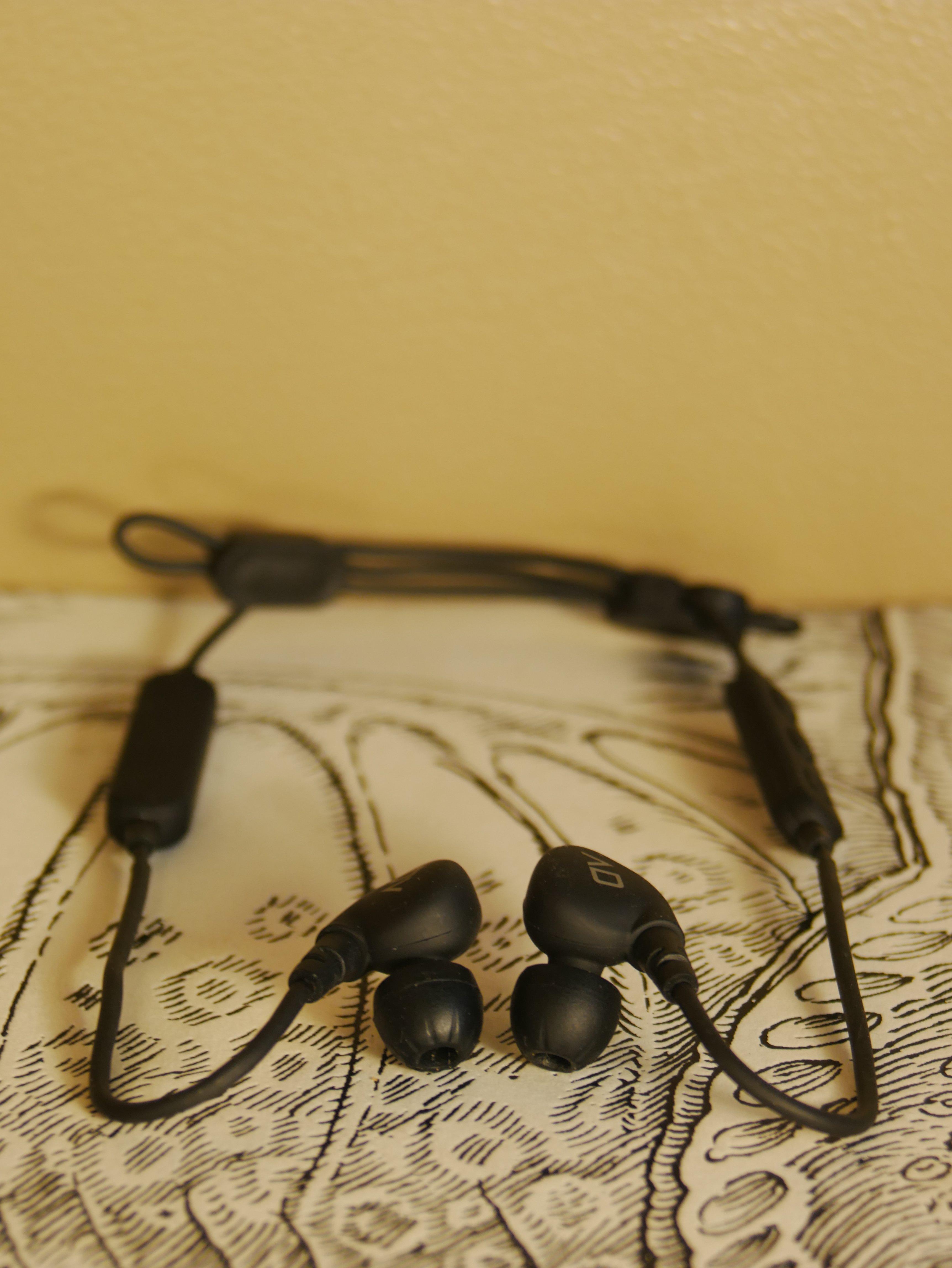 5833b262954 ALPHA & DELTA D2W Bluetooth Sport earphones   Reviews   Headphone ...
