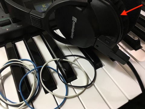 Beyerdynamic DT250 with rubber bands.jpeg