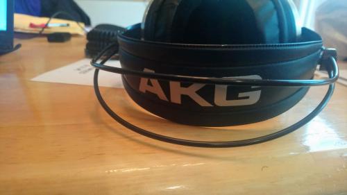 akg2.png