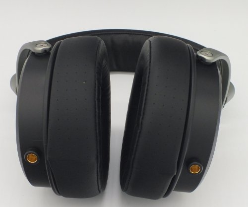 SoundMagic-HP1000-bottom.jpg