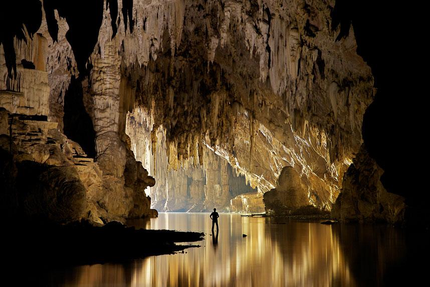 cave-lake_2315904k.jpg