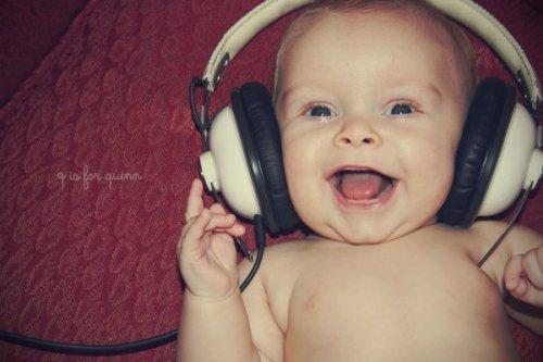 baby-cool-happiness-happy-headphones-Favim_com-223230.jpg