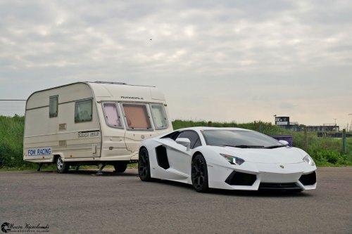 Caravan & Lamborghini.jpg
