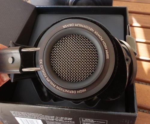 Philips Fidelio X2 2.jpg