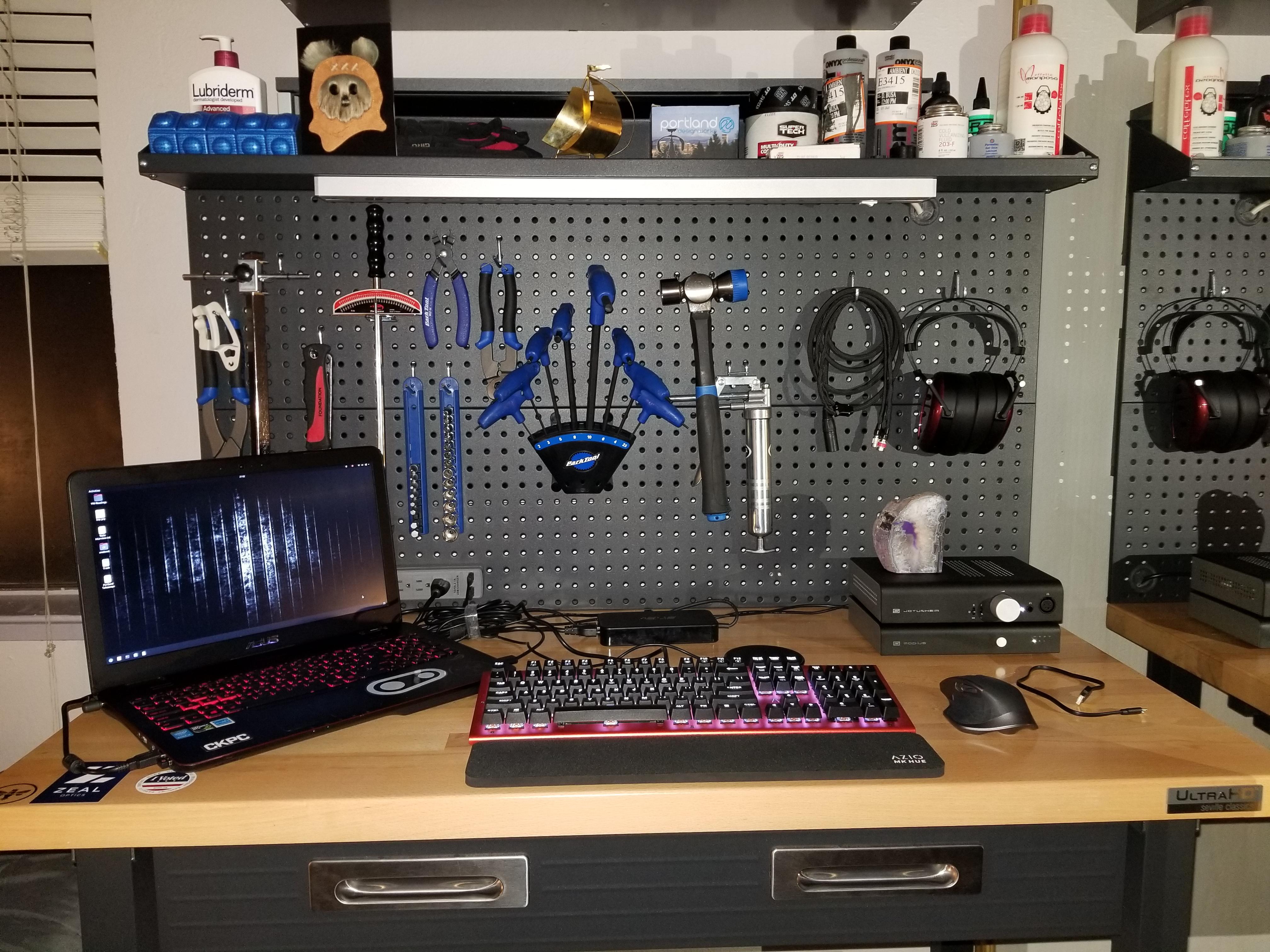 Schiit Desk.jpg