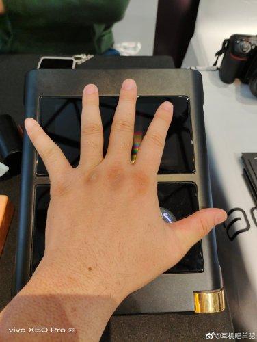 Shanling M30 Palm-size.jpg