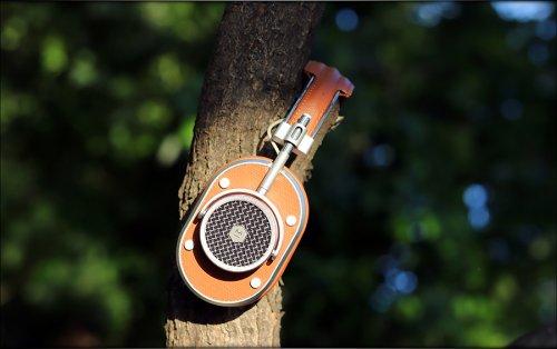 MH40 WIRELESS Over-Ear Headphones