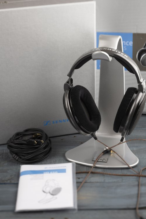 Sennheiser HD650 Headphones with extra 2.5mm cable.