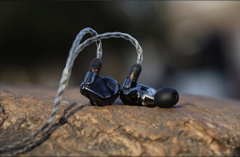 Campfire-Dorado-Black-Dynamic-Driver-Analytic-V-Shaped-IEMs-Review-Audiophile-Heaven-39.jpg