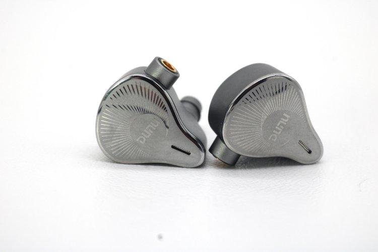 Dunu-EST112-pair6.JPG