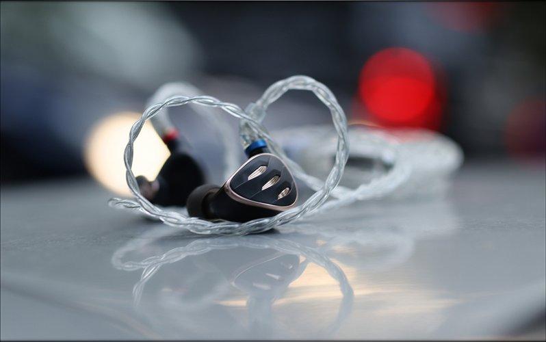 FiiO-FH5s-FH5-S-IEMs-Earphones-Hybrid-2DD-2BA-Dynamic-Driver-Balanced-Armature-Audiophile-Heav...jpg