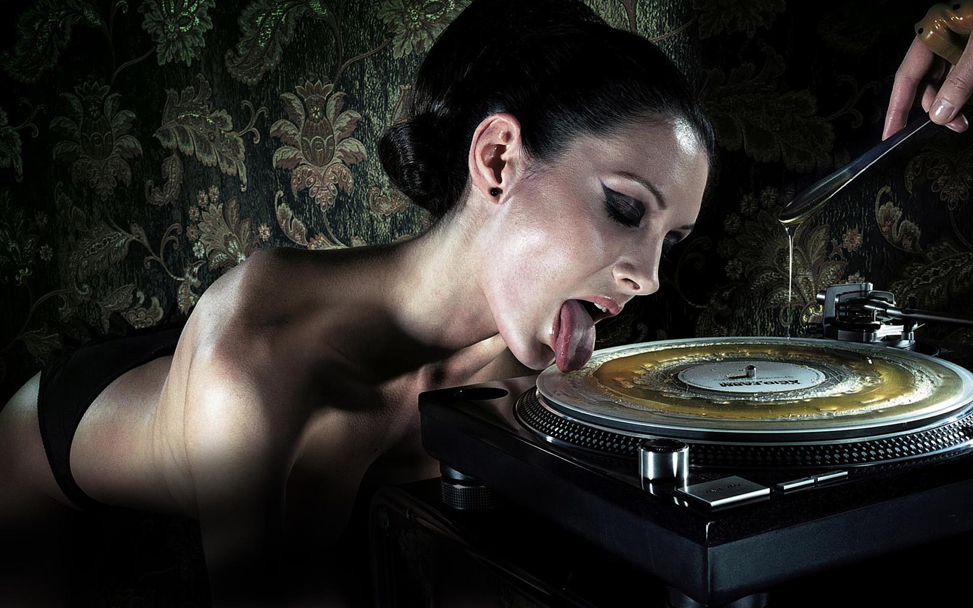 smotret-klassnuyu-erotiku-muzika-klipi