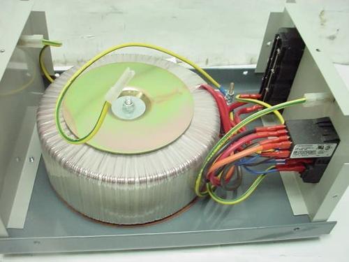 Powertronix-isolation-transformer-120-volt-ac-500VA-out-partpix-2.jpg