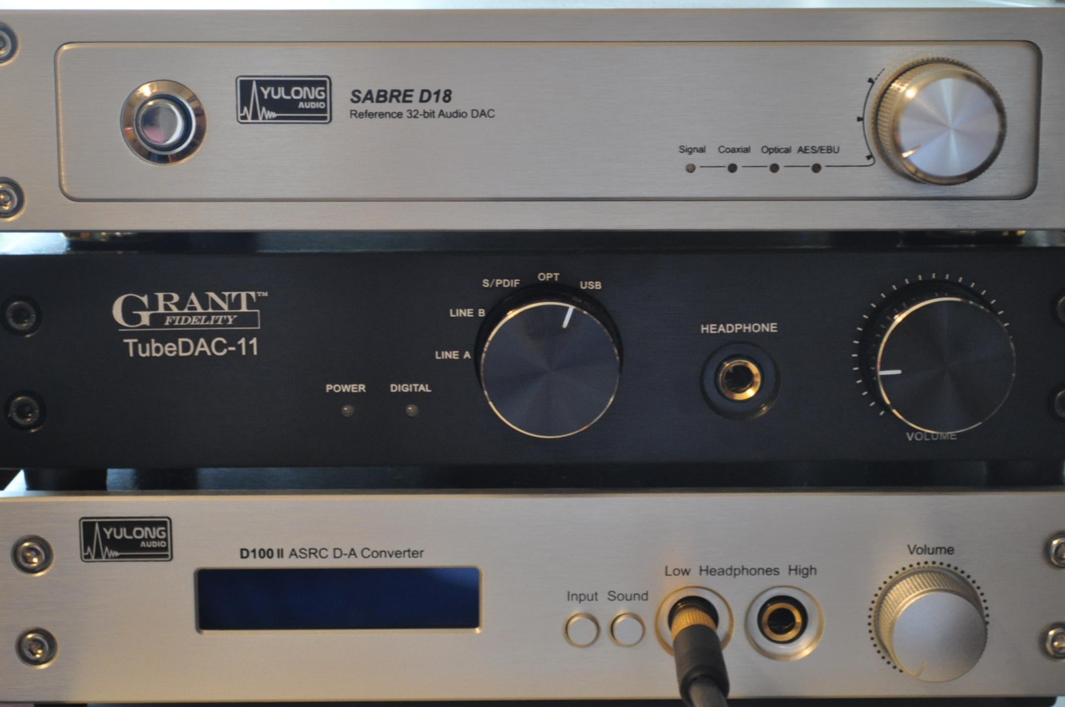 Review: Yulong D100 DAC/amp - reference quality with a