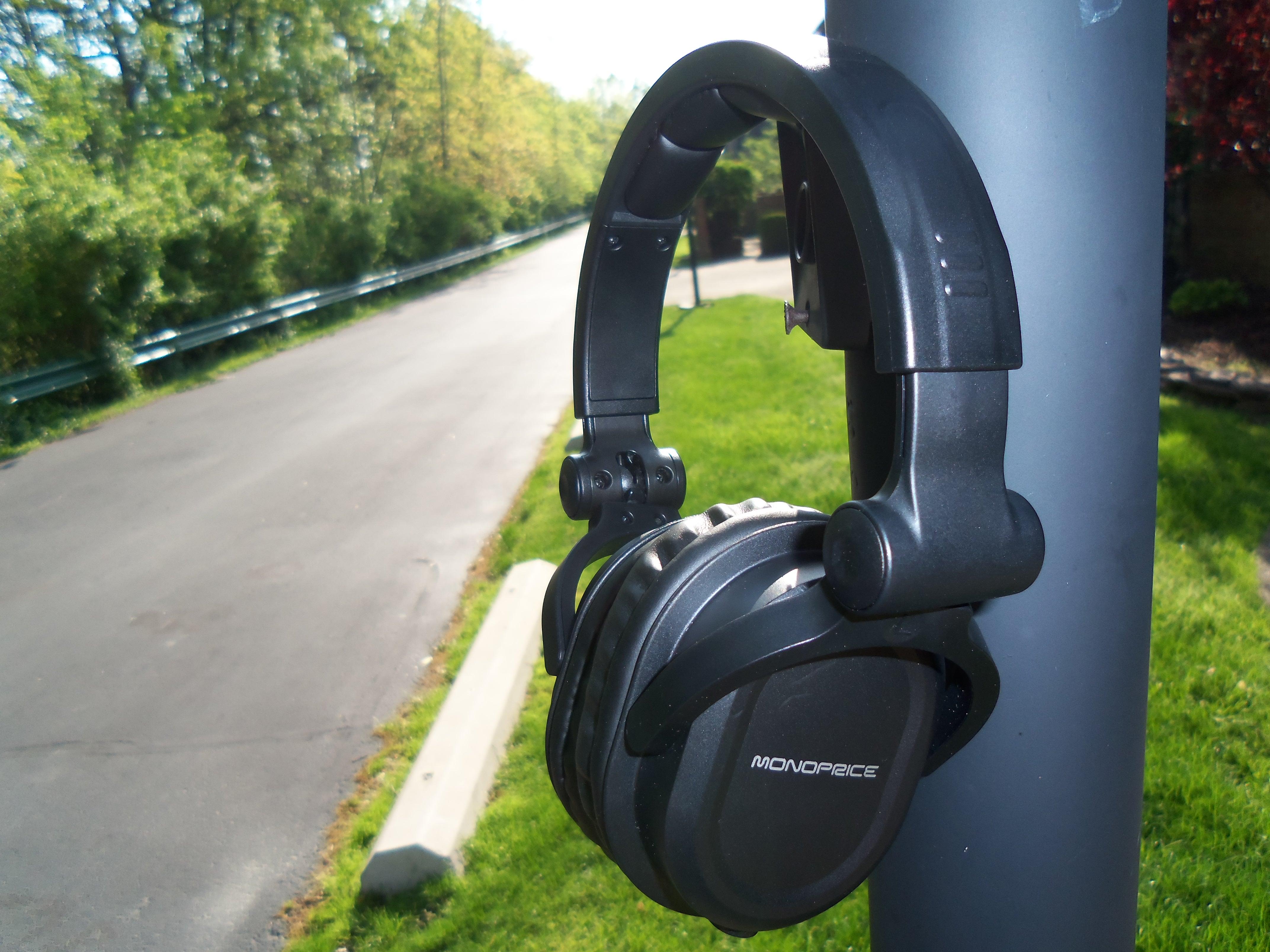 3200d8d5382 MonoPrice DJ Headphones 8323 Review *** | Headphone Reviews and ...