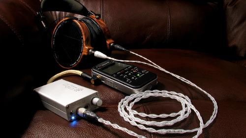 IMG_8229_Sony_PCM_M10_Millian_Acousitcs_Interconnect_iBasso_PB2_Toxic_Cables_Silver_Poison_Audeze_LCD-2_v1-1366x768.jpg