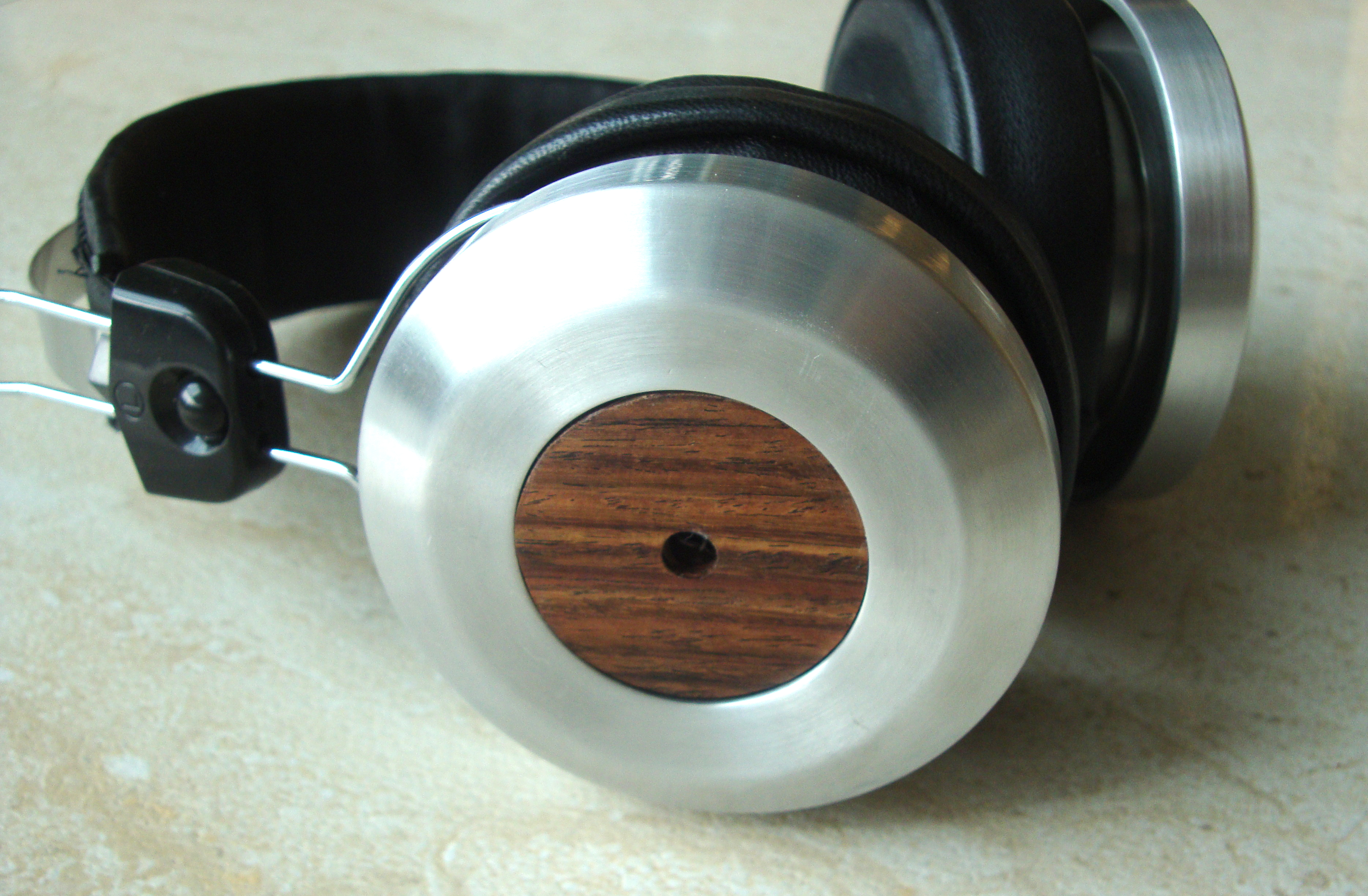 The StratoKOSSter – A closed DIY headphone based on the Koss