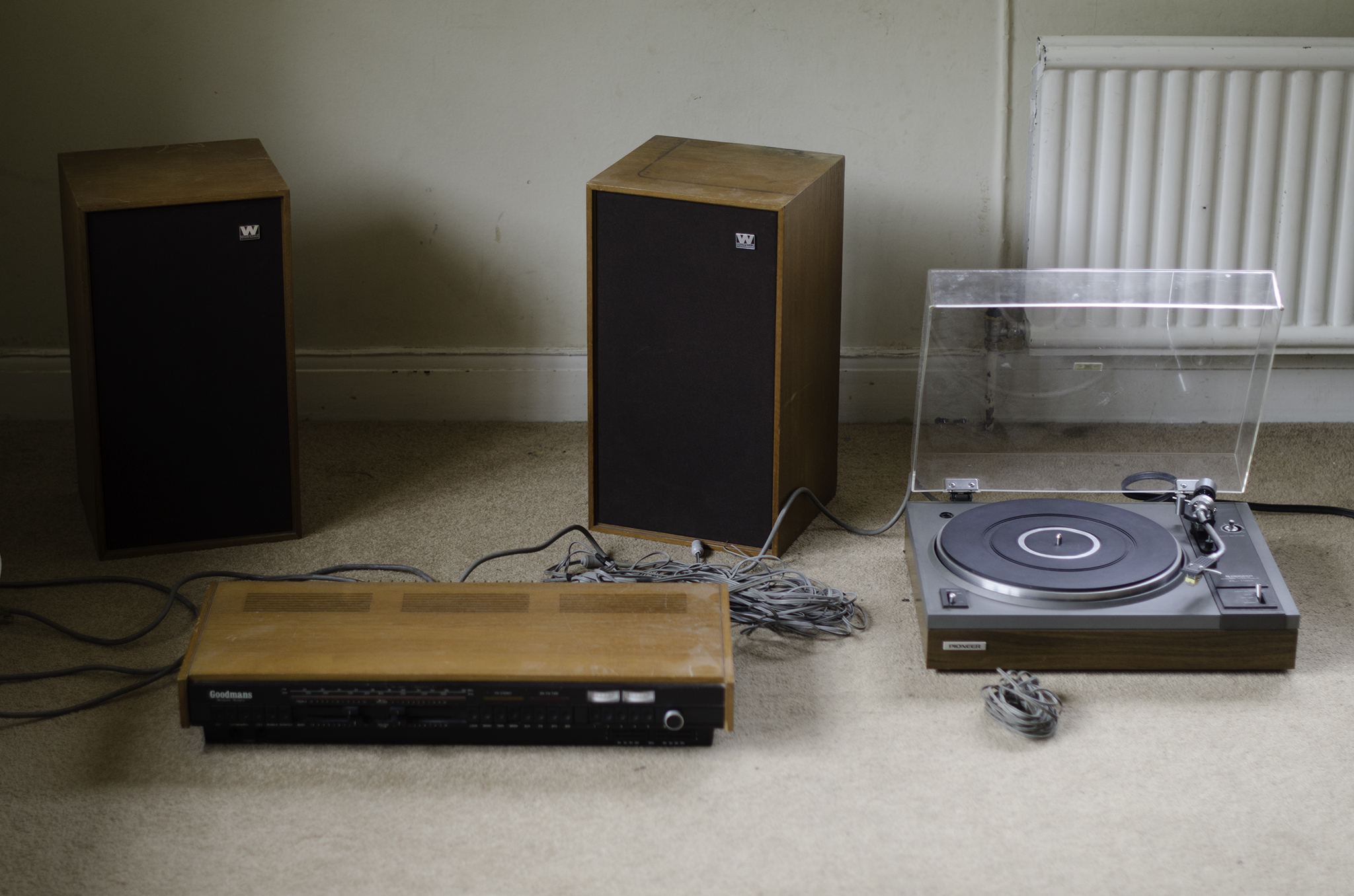 1.jpg & Need help setting up my turntable amp and speakers (pics included ...