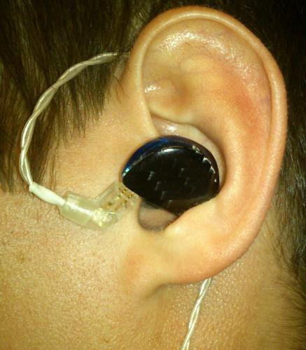 fit_rdb_sideways_over_ear.jpg