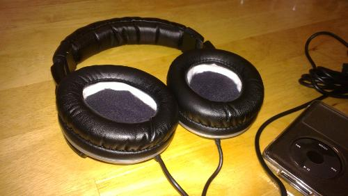how to open jvc gumy headphones without scissors