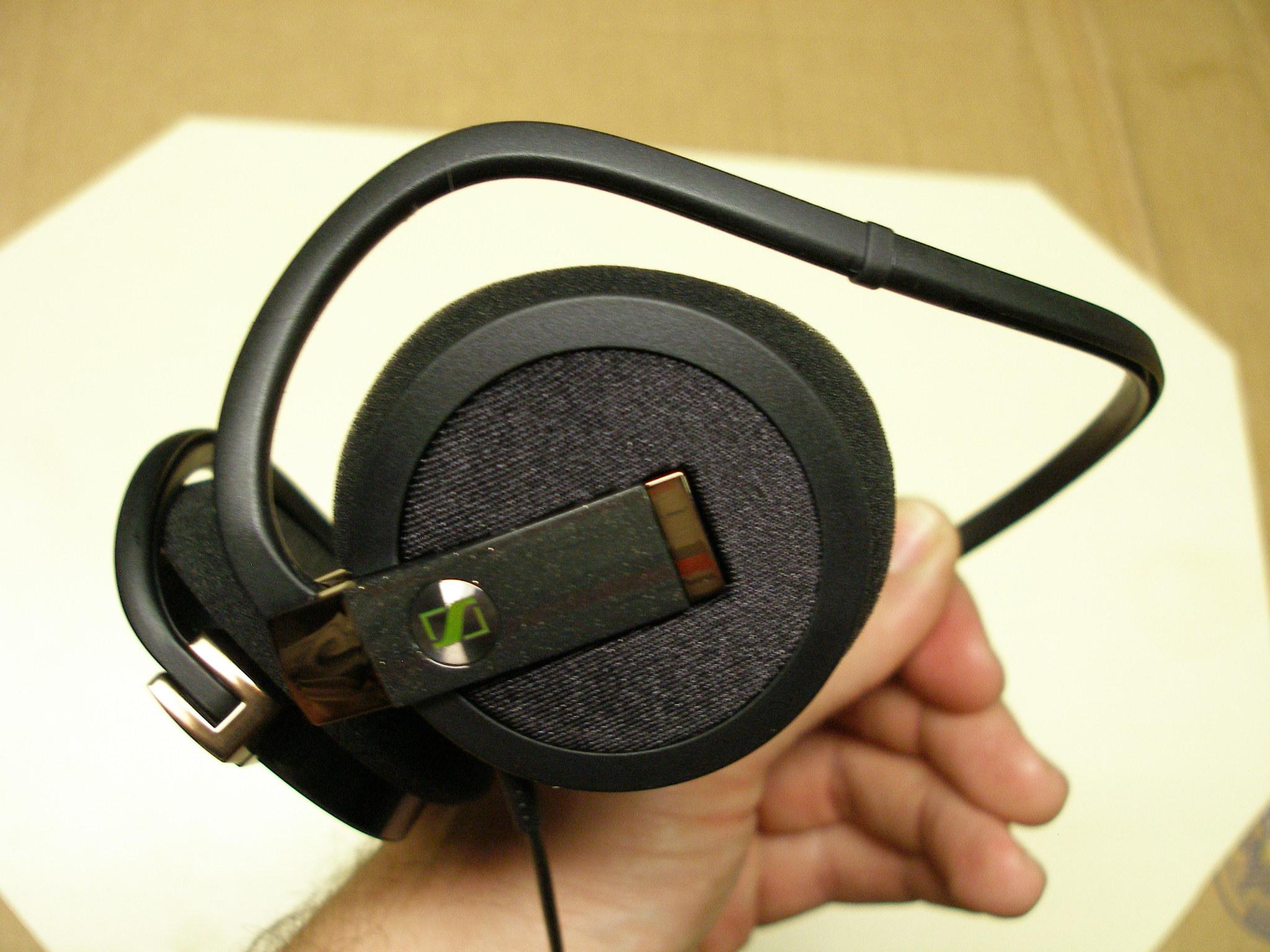 Earbuds neckband open - sennheiser earbuds in ear