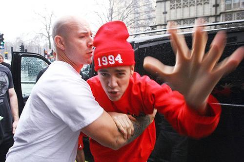 Justin-Bieber-Paparazzi-2013.jpg