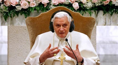 pope-with-headphones-on-pic-reuters-getty-31071489.jpg
