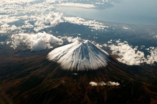 Fuji_from_the_plane_DSC_6717.jpg