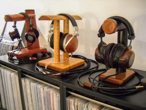 DSCN2245_headphoneStands.jpg