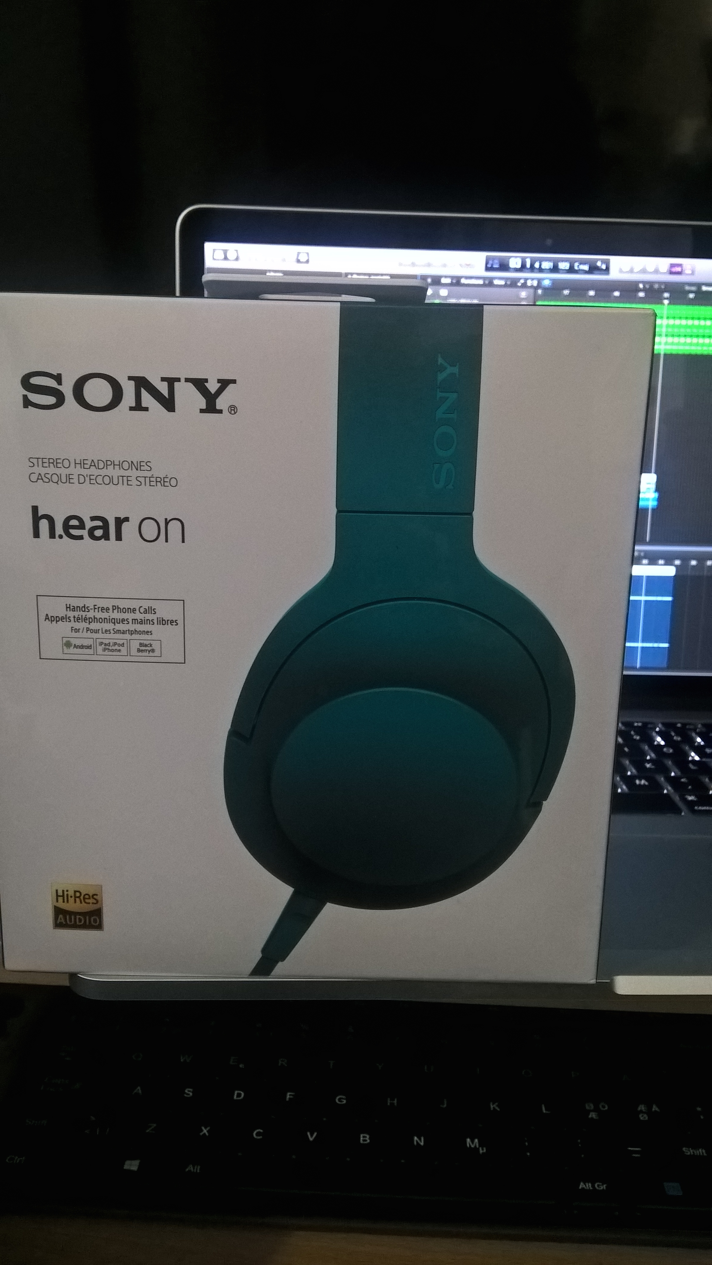 Sony Hear On Mdr 100aap 199 Hi Res Audio Over Ear Headphones High Resolution Red Wp 20151013 13 20 35 Pro