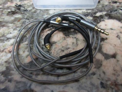 fidue_a83_mmcx_cables-04_zpshw7a3zab.jpg