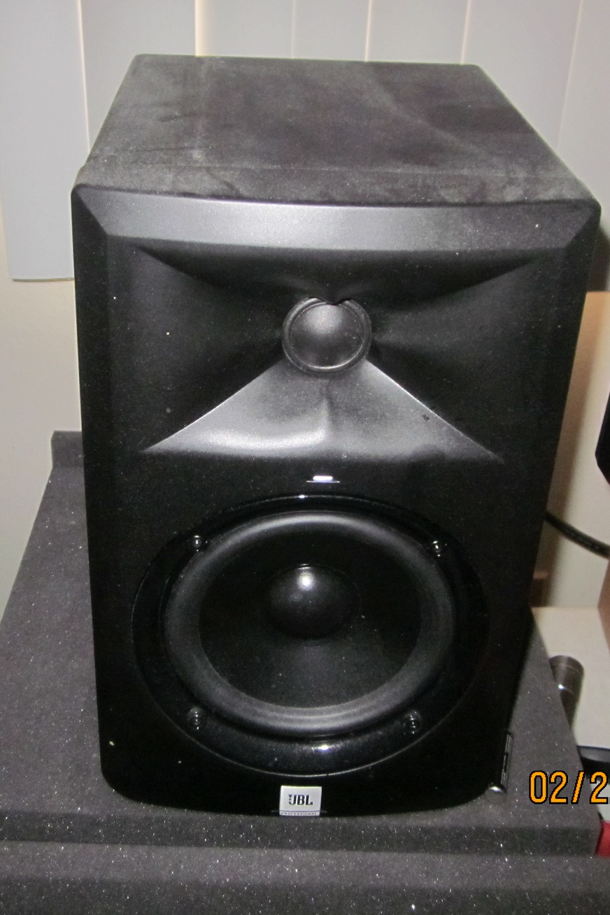jbl lsr305 studio monitor headphone reviews and discussion head. Black Bedroom Furniture Sets. Home Design Ideas