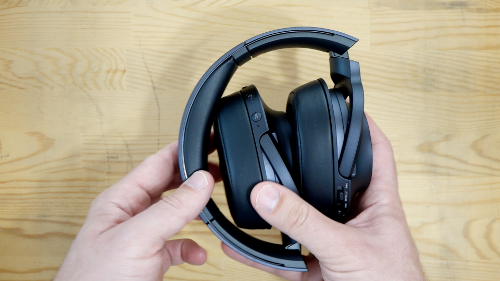 Sonyh.earonMDR-100ABNfolded.png