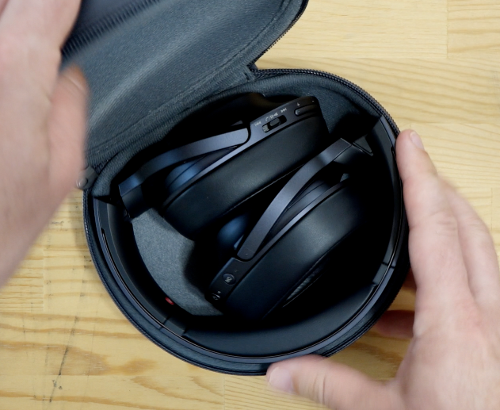 Sonyh.earonMDR-100ABNinsidecase.png