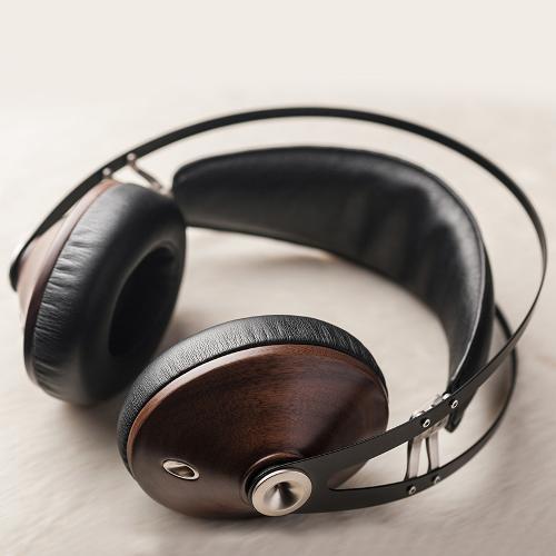99-classics-walnut-silver-lifestyle1.jpg