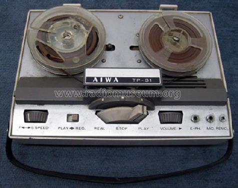 portable_reel_to_reel_tape_recorder_818931.jpg