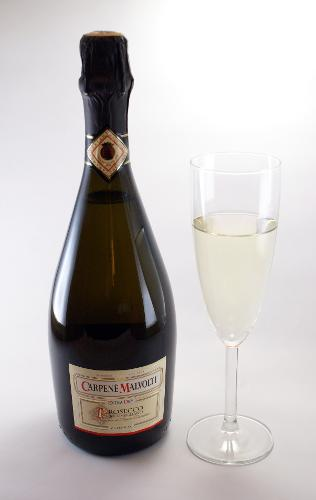 Prosecco_di_Conegliano_bottle_and_glass.jpg