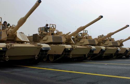 Kuwaiti_M1_Abrams_tanks.jpg