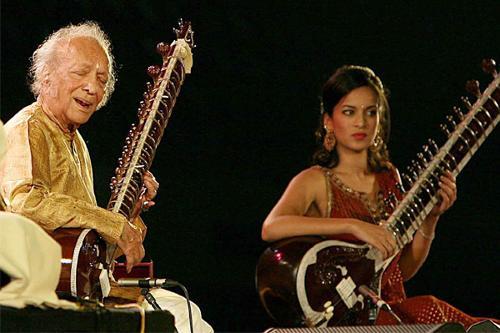 legendary-indian-sitarist-ravi-shankar-dies-at-92-main_jdqfet.jpg
