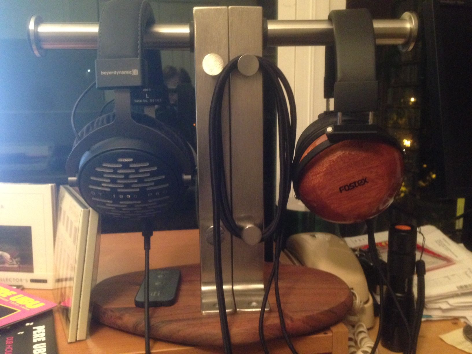 headphone-stand.jpg