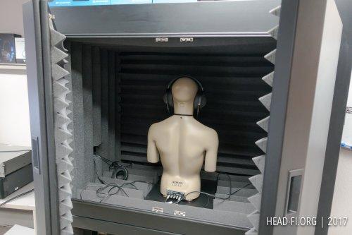 Head-Fi-Measurement-Lab-GRAS-45BB-12-inside-Herzan-enclosure_DSC00798.jpg