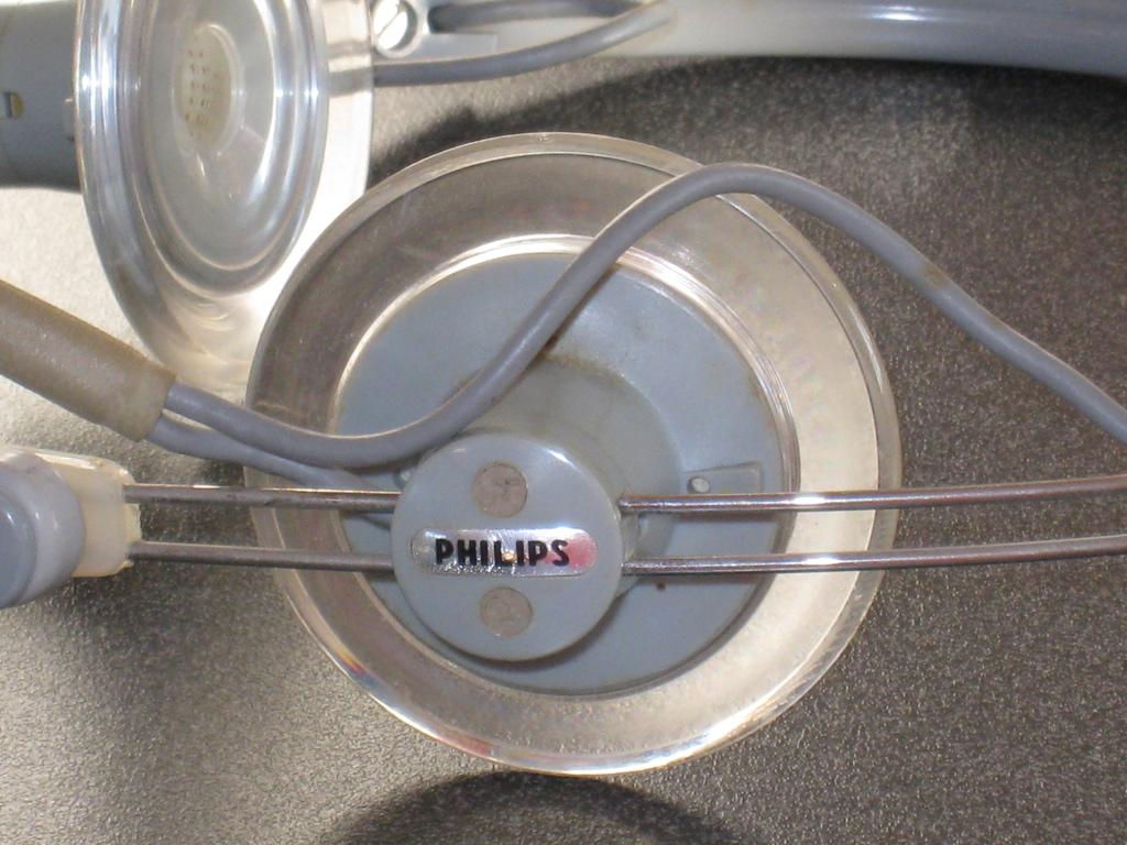 AKG (Philips) K50-3.jpg